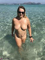 Sweet Susi. Naked In The Sea Free Pic 14