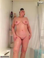 Busty Bliss. Busty Bliss Sudzin Up Her Big Boobies Free Pic 3