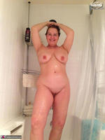 Busty Bliss. Busty Bliss Sudzin Up Her Big Boobies Free Pic 6