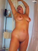 Busty Bliss. Busty Bliss Sudzin Up Her Big Boobies Free Pic 16
