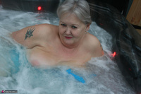 ValGasmic Exposed. Wet In The Tub Free Pic 4