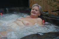 ValGasmic Exposed. Wet In The Tub Free Pic 12