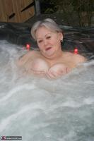 ValGasmic Exposed. Wet In The Tub Free Pic 13