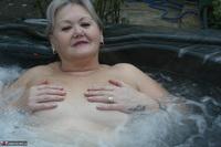 ValGasmic Exposed. Wet In The Tub Free Pic 17