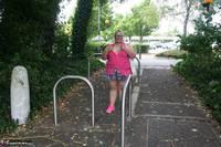 Lexie Cummings. Lexie Strips Down The Lane Free Pic 1