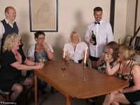 SpeedyBee. The Dinner Party Free Pic 2