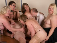 SpeedyBee. The Dinner Party Free Pic 4