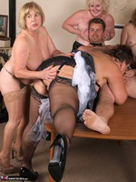 SpeedyBee. The Dinner Party Free Pic 5