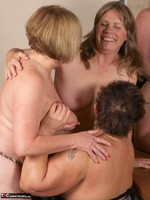 SpeedyBee. The Dinner Party Free Pic 7