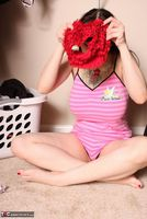 Susy Rocks. Laundry Day Pt1 Free Pic 20