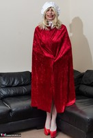 Barby Slut. The Handjob Maid Free Pic 1