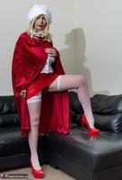 Barby Slut. The Handjob Maid Free Pic 2