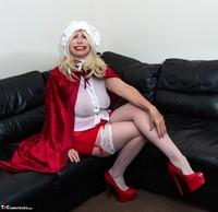 Barby Slut. The Handjob Maid Free Pic 4