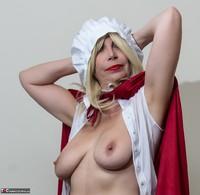 Barby Slut. The Handjob Maid Free Pic 7
