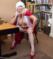 Barby Slut. The Handjob Maid Free Pic 18