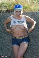 . Posing In The Park Free Pic 15