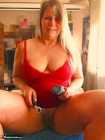 Sweet Susi. A Website Member Shaves My Pussy Free Pic 2