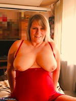 Sweet Susi. A Website Member Shaves My Pussy Free Pic 3