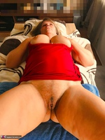 Sweet Susi. A Website Member Shaves My Pussy Free Pic 4