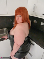 Mrs Leather. My Leather Kitchen Worktop Free Pic 5