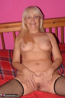 Phillipas Ladies. Lil Spreads Her Legs & Uses Her Dildo Free Pic 3