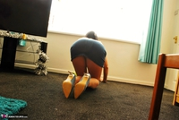 Raunchy Raven. Raven Cleans In Her Tights & CFM Heels Pt1 Free Pic 7