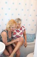 . Savana & Molly In The Bathroom Free Pic 1