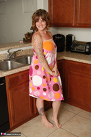 Misty B. Getting wet in the kitchen Free Pic 1