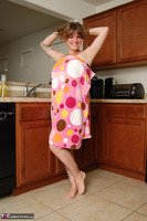Misty B. Getting wet in the kitchen Free Pic 2
