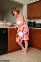 Misty B. Getting wet in the kitchen Free Pic 3