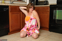 Misty B. Getting wet in the kitchen Free Pic 8