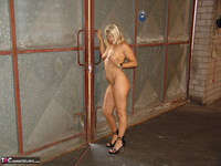 Sweet Susi. On The Construction Site Free Pic 5