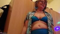 Abby Roberts. Posing Compendium Free Pic 2