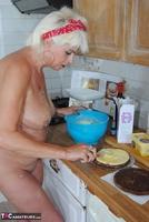 . Naked Cake Making Free Pic 6