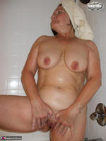Busty Bliss. Shower & Blowjob Free Pic 14