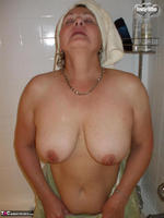 Busty Bliss. Shower & Blowjob Free Pic 20