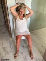 Sweet Susi. White Dress Free Pic 2