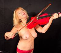 Veronique. Orchestra Strip Free Pic 15