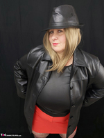 Mrs Leather. Black & Red Leather In My Hat Free Pic 2