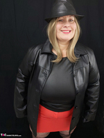 Mrs Leather. Black & Red Leather In My Hat Free Pic 3