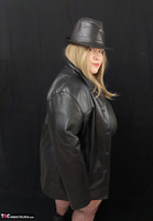 Mrs Leather. Black & Red Leather In My Hat Free Pic 5
