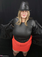 Mrs Leather. Black & Red Leather In My Hat Free Pic 7