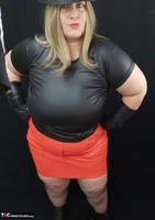 Mrs Leather. Black & Red Leather In My Hat Free Pic 8