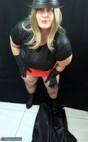 Mrs Leather. Black & Red Leather In My Hat Free Pic 9