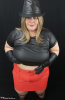 Mrs Leather. Black & Red Leather In My Hat Free Pic 10