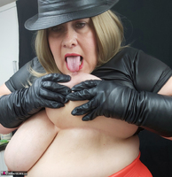 Mrs Leather. Black & Red Leather In My Hat Free Pic 17