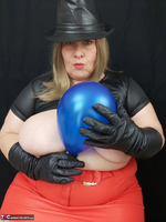 Mrs Leather. Balloon Play Free Pic 2