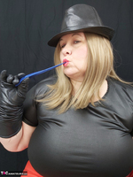Mrs Leather. Balloon Play Free Pic 4