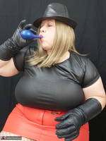 Mrs Leather. Balloon Play Free Pic 5