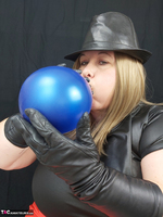 Mrs Leather. Balloon Play Free Pic 8